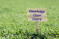 Kennis open deuren royalty-vrije stock afbeelding