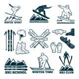Kennsatzfamilie für Verein des Skifahrers Schattenbild von Skisportlern stock abbildung