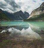 Kenny Lake sulla traccia al lago berg in Mt Robson Provincial Park BC fotografie stock libere da diritti