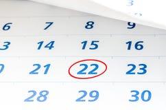 Kennzeichen auf dem Kalender bei 22 mit rotem Kreis Lizenzfreie Stockfotos