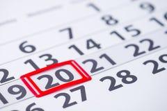 Kennzeichen der Tageszahl 20 auf dem Kalender Stockbild