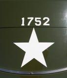 Kennzeichen kennzeichnen herein Zweiter Weltkrieg US-Armeefahrzeug Lizenzfreie Stockfotografie