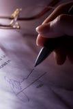 Kennzeichnen des Vertrages Lizenzfreie Stockfotos