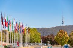 Kennzeichnen Sie Anzeige mit Ansicht von Telekommunikation hochragen in Canberra lizenzfreies stockbild