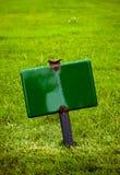 Kennzeichnen Sie innen das Gras Lizenzfreie Stockfotos