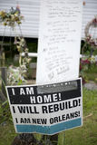 Kennzeichnen Sie innen Yard nach Hurrikan Katrina, New Orleans lizenzfreie stockfotos