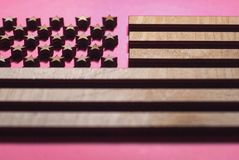 Kennzeichnen Sie Vereinigte Staaten, die vom Holz, stilvolle Flagge geschnitzt werden stockbild