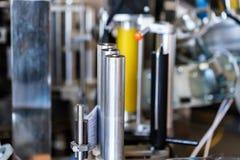 Kennzeichnungsgerät am modernen Weinkellereiabschluß Lizenzfreies Stockbild