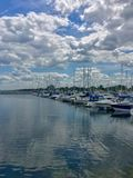 Kenosha, Wisconsin/USA - 06-27-2017 : Beau ciel reflété dedans Photo libre de droits