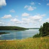 Kenozero湖在一个晴朗的早晨 从小山的看法 图库摄影