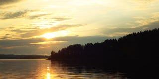 Kenozero湖 日落 变老的照片 北极北部拉普兰本质俄语 免版税库存图片