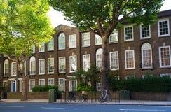 Жилая ария Kensington и Челси Ворота Cadogan со строкой периодических зданий Роскошное свойство в центре Лондона стоковые фото