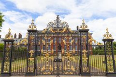 Kensington-Palast in Kensington-Gärten, London, Vereinigtes Königreich Stockbild