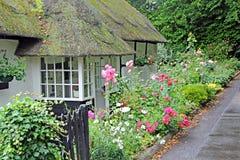 Kent met stro bedekt plattelandshuisje. Stock Afbeelding