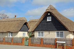 Kent rural a couvert le cottage de chaume Photographie stock
