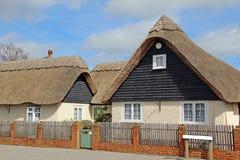 Kent rural a couvert le cottage de chaume photographie stock