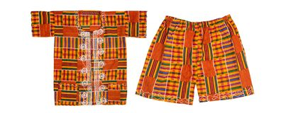 Kente Cloth Ensemble d'Afrique occidentale de l'enfant avec le chemin de coupure image stock