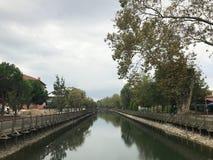 Kentpark, Sakarya, Turquia EM OUTUBRO DE 2018 - vale TR de Cark - Sakarya, Kentpark, ¼ do sà do ¼ de Cark Deresi Köprà foto de stock royalty free