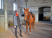 KENTShIN, POLAND. The jockey with a horse of trakenensky breed costs in the stable Royalty Free Stock Images