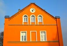 KENTShIN POLEN Orange fasad av ett hus Arkivbilder