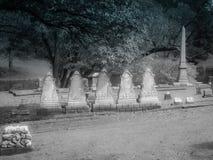 Kentucky för fem identisk gravstenar kyrkogård arkivbilder