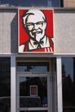 Kentucky Fried Chicken KFC Podpisuje na budynku KFC jest fasta food Restauracyjnym łańcuchem który specjalizuje się w pieczonym k Zdjęcie Royalty Free