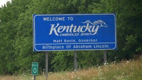 Kentucky välkommet tecken på vägen stock video