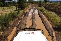 Kenya Röda korsetbeskickning Eldoret: Smutsigt vägar och ibland blod arkivbild