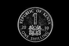 Kenyanskt ett shillingmynt på svart Royaltyfria Bilder