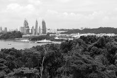 KEPPEL FJÄRD, SINGAPORE, December 10 2017: Marina på den Keppel fjärden i Singapore Arkivfoton
