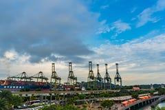 Keppel schronienia port Singapur tła półmrok, magazynu port zdjęcie royalty free