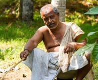 Kerala stojące wody, Jan 22, 2012 Garbnikujący stary Indiański połów z h Obrazy Royalty Free