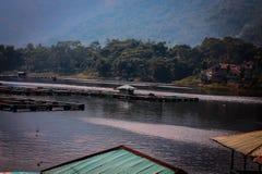 Keramba en el lago saguling foto de archivo