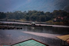 Keramba sul lago saguling fotografia stock