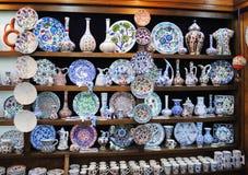 Keramik som är till salu i shoppa, Istanbul Arkivfoto