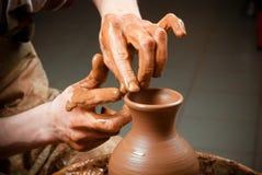 Keramiker rengöring, arbete, på att gå, idérik saker Fotografering för Bildbyråer