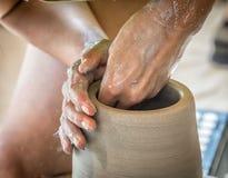 Keramiker som formar en vase Royaltyfri Fotografi