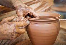 Keramikerhänder Arkivbild