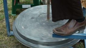 Keramikern gjuter leradisk lager videofilmer