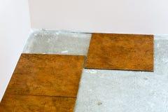 Keramikfliesenlegen Stockbild