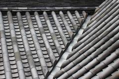 Keramische Dachplatten eines japanischen Schlosses Stockfoto