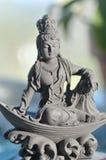 Keramische Quan Yin Goddess des Mitleids und der Gnade stockfotos