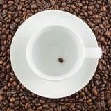 Keramische Schale mit einer Kaffeebohne Lizenzfreie Stockfotos