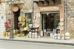 Keramische Shopfront des Künstlers G Caruso in der Stadt von Santo d stockfotografie
