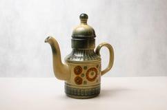 Keramische Teekanne in der orientalischen Art Stockbild