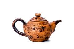 Keramische Teekanne der Weinlese, lokalisiert auf weißem Hintergrund Stockbild