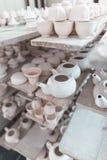 Keramische Teekannen und Schalen vietnam lizenzfreie stockfotografie