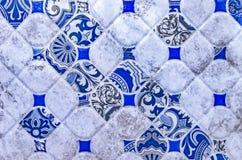 Keramische tegel met een blauw abstract patroon Achtergrond en textuur van keramische tegels royalty-vrije stock foto's