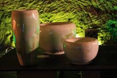 Keramische Vasen und Töpfe Lizenzfreie Stockfotos
