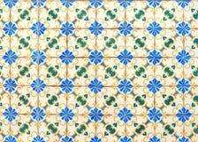 Keramische Wand der bunten Weinlese deckt Dekoration mit Ziegeln lizenzfreie stockfotografie